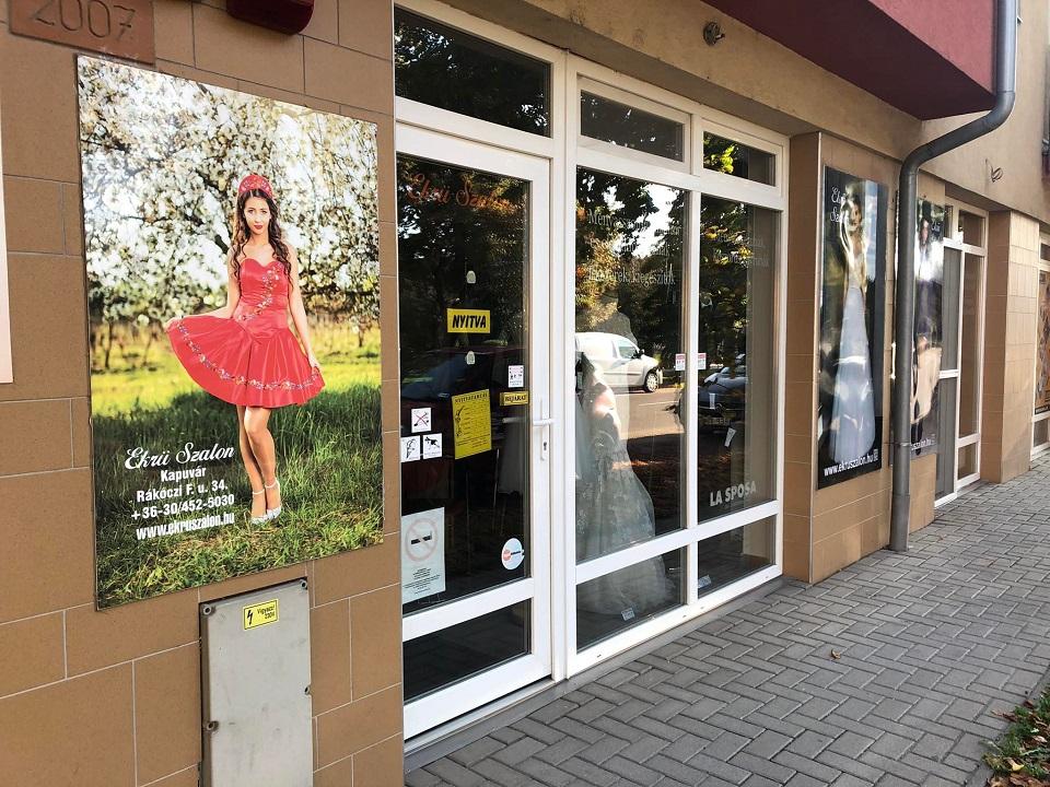 c3b677e1e5 Szeretettel várjuk üzletünkbe, hogy személyesen is meggyőződhessen a ruhák  finom eleganciájáról, szépségéről. Menyasszonyi ruháink hófehér, törtfehér,  ekrü, ...