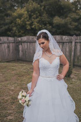 f86c0d5831 Szalonunk 2006 februárja óta színesíti az esküvői szolgáltatók palettáját. Esküvői  ruha kínálatunkban szerepel a spanyol La Sposa és Atelier Diagonal.